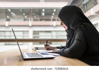 Arabian Businesswoman working in the library.
