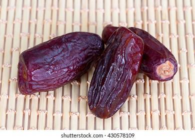 Arabian dates for iftar in Ramadan - 3 dates for iftar as sunnah