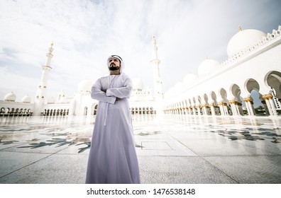 Arabic man at the mosque, young man with kandura visiting the sheikh zayed mosque