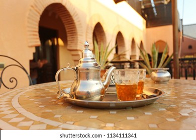 arabic and oriental traditional green tea