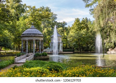 ARANJUEZ, SPAIN - OCTOBER 13, 2018: Garden of the prince in Aranjuez, in this case the area known as Chinescos pond, in the vicinity of the royal palace, OCT 13, 2018 in Aranjuez, Spain