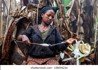 ARBA MINCH, ETHIOPIA - AUG 9: Dorze ethnic woman making thread for weaving, the manufacture of tissue is the mainstay of the economy of the Dorze, on Aug 9, 2011 in Arba Minch, Ethiopia.