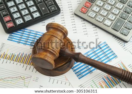arbitration-concept-judge-gavel-calculat