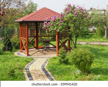Superbe Arbor In Garden With Lilac Horizontal