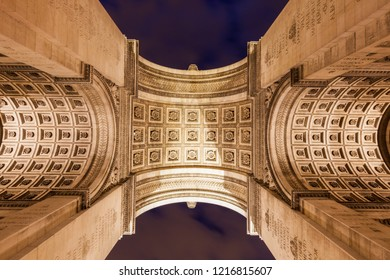 Arc de Triomphe in Paris seen at night. Paris, Ile-de-France, France.