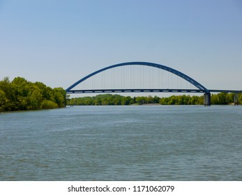 Arch bridge over the Tennessee River at South Pittsburg, Tennessee.