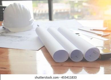 Architekturtisch , Business,Engineering-Konzept, Architektur-Konzept, weicher Fokus, Vintage-Ton
