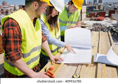 Architect having a meeting with construction team on site