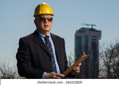 Architect who supervise the work on the construction site