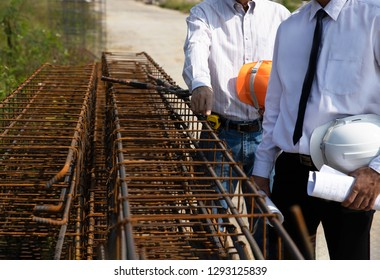 Architector is talking and Check the quality with investor and pointing at The steel structure in the building. - Image