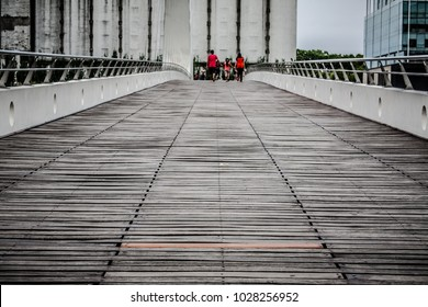 Architectural bridge with predominance in white color and red details in the image