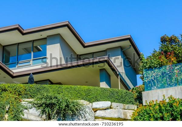 Modern House All Sides 1