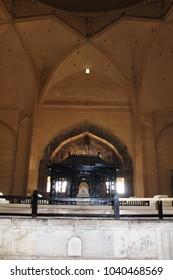 Architecture inside: The Golgumbaz