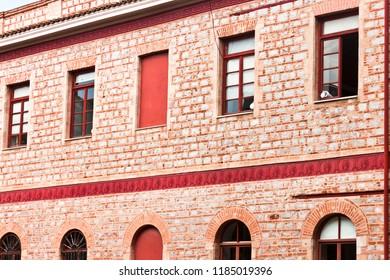 Architecture - Lateral brick building