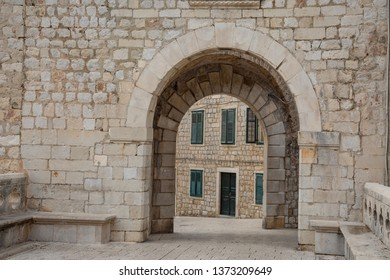 Archway and alley in the old town of Dubrovnik