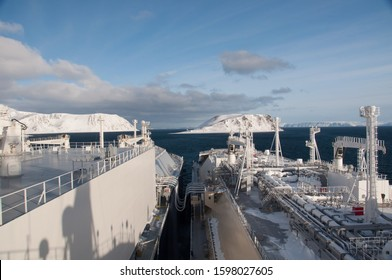 Arctic LNG STS operation at Honningsvag