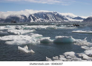 Arctic Ocean - people on the boat