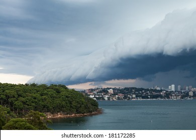 Arcus Cloud (shelf cloud) of a massive storm rolling over Sydney Harbour