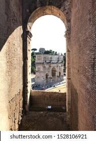 Arcus Constantini est arcus triumphalis Romae situs prope Colosseum et metam sudantem. A senatu Romano in initio viae triumphalis erectus est, quo victoria Constantini de Maxentio anno 312 parta celeb