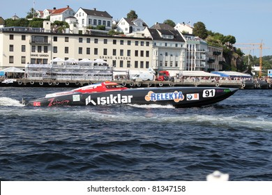 ARENDAL - JUL 16: Boat 91, Team Zabo Racing. Norwegian Grand Prix. July 16, 2011. in Arendal Norway