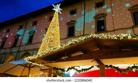 AREZZO, ITALY - DECEMBER 17, 2018: Photo of big christmas tree in the main square of Piazza Grande of Arezzo, Tuscany, Italy