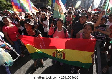 Argentina 2019-11-15 Bolivian residents in Argentina, social organizations and leftist activists protest in front of the Bolivian embassy in Buenos Aires against the coup in Bolivia
