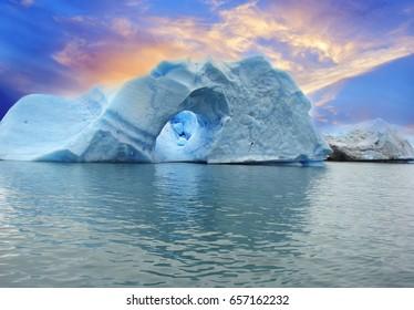 ARGENTINA, ICEBERGS OF SPEGAZZINI GLACIER