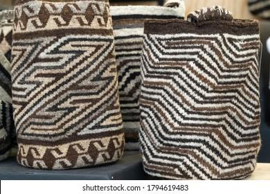 Mochilas arhuacanas hechas a mano en Colombia