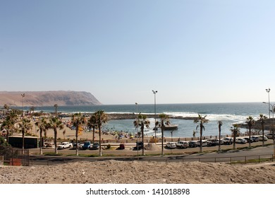ARICA, CHILE - DECEMBER, 28: Unidentified tourists enjoy beach in a sunny day in Arica on December 28, 2012 in Arica, Chile.