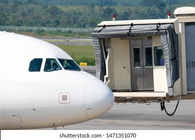 Aerobridge Images, Stock Photos & Vectors | Shutterstock