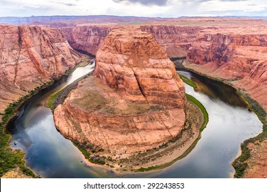 Arizona Horseshoe Bend on Colorado River in Glen Canyon, Arizona, USA