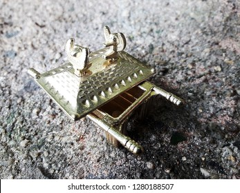 ark of the covenant in miniature