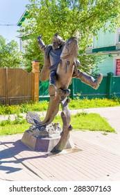 ARKHANGELSK, RUSSIA - JUN 2, 2015: Monument to Arkhangelsk peasant - literary hero Senya Malina