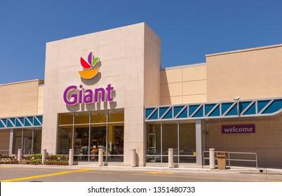 ARLINGTON, VIRGINIA, USA - APRIL 29, 2010: Giant food supermarket store, exterior with sign and logo.