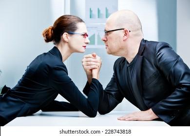 arm wrestling business woman VS business man