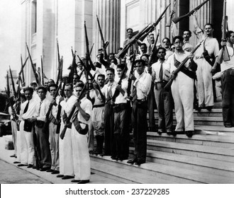 Armed students at the University of Havana on Sept 15 1933.