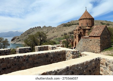 8b4657bfbe2e29 The Armenian Cathedral Church of the Holy Cross in Akdamar Island in Van  Lake