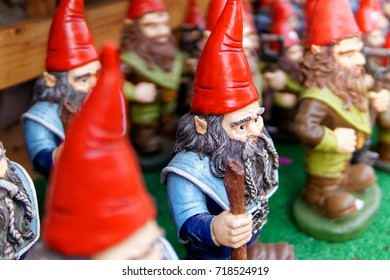 An army of gnomes