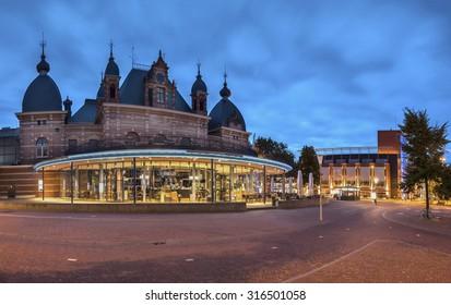 Arnhem Velperplein blue hour