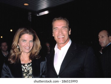 Arnold Schwarzenegger and wife Maria Shriver at benefit screening of COLLATERAL DAMAGE, NY 2/6/2002