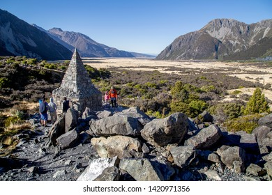 AROKI, MT. COOK NATIONAL PARK/ NEW ZEALAND: Hooker valley track with tourist walking around the Alpine Memorial, a memorial to climbers lost climbing Mount Cook
