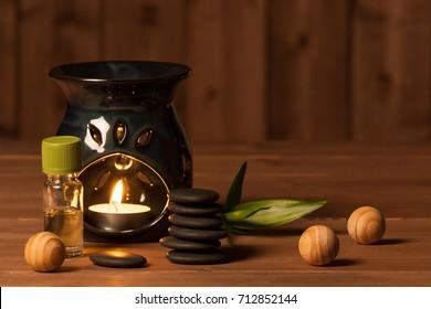 Lampe D'Arôme Avec Bougie Brûlante.Aromathérapie. Huile essentielle. Spa