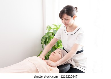 Aromatherapy and therapist image