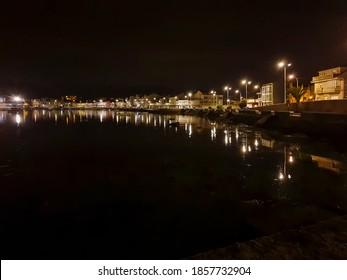 El paseo marítimo de la isla de Arousa por la noche