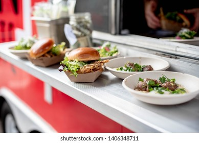 Arrangement of local food from foodtruck