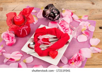 Arrangement to set a Valentines menu table