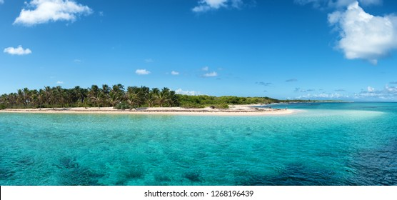 """Arrival to """"Petite Terre"""", protected nature preserve island near Guadeloupe, french West Indies"""