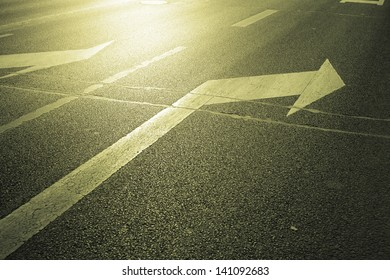 arrow on the road,turn right