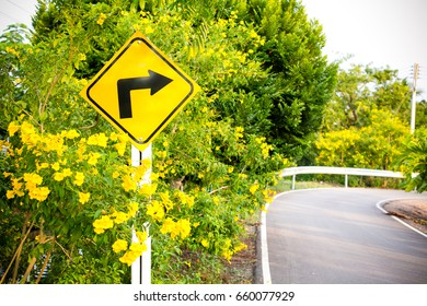 Arrow sign or Blank sign post or Street route sign or Pointer post