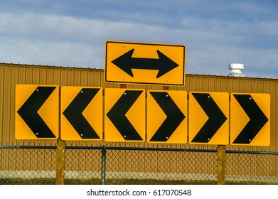 Arrows and chevrons to inform motorists that they must turn either left or right